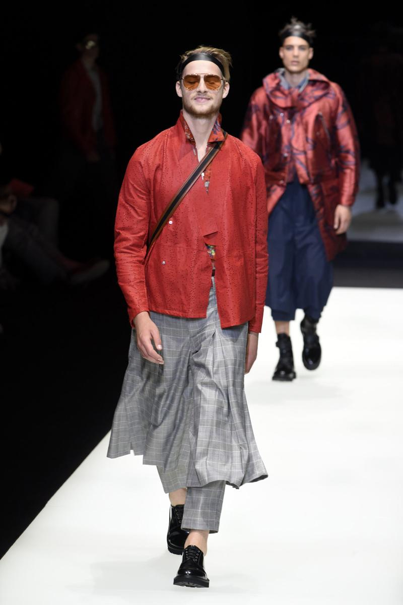 Mandatory Credit: Photo by Simona Chioccia/IPA/REX/Shutterstock (8871286j) Model on the catwalk Emporio Armani show, Runway, Spring Summer 2018, Milan Fashion Week Men's, Italy - 17 Jun 2017